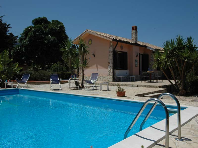 ISABELLA : Lovely villa with pool. in Scopello